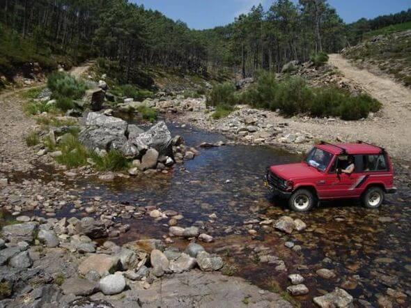 Terreinrijden met eigen auto en rivierdoorwadingen doen.