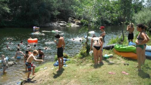 Zwemmen-heldere-rivier
