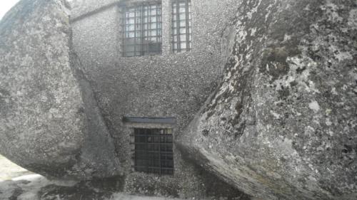 bijzonder-stenen-huis